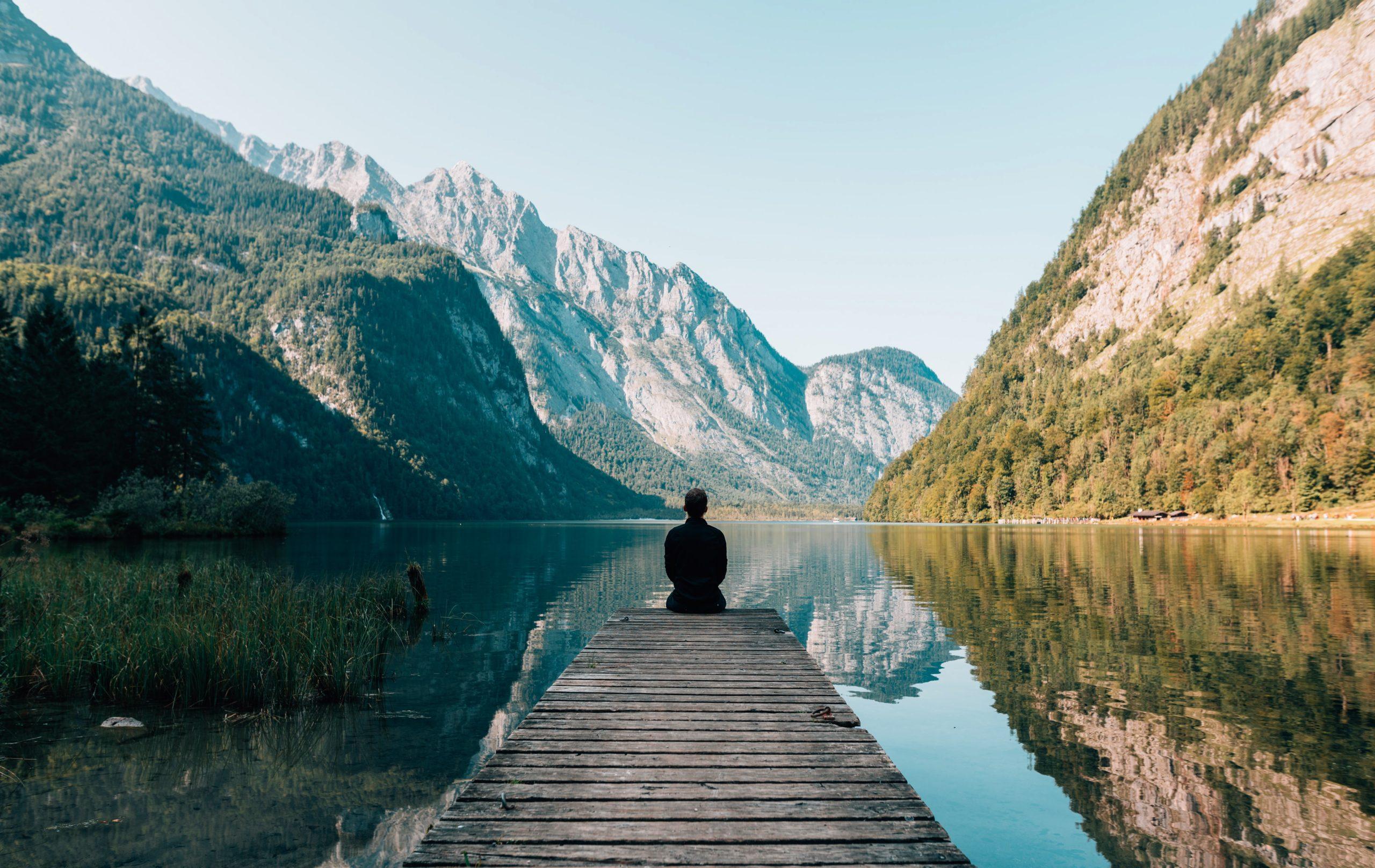 La meditazione come chiave per aumentare la concentrazione, la capacità cognitiva e la produttività – suggerimenti per ridurre lo stress e facilitare il sonno